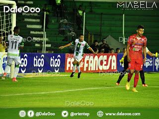 Alexis Ribera festeja el tanto que anotó y que inició la goleada de Oriente Petrolero sobre Guabirá - DaleOoo - Apertura 2018