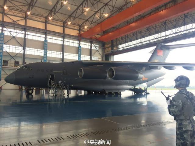 طائره النقل الثقيل الصينيه الجديده Xian Y-20  Xian%2BY-20%2Bmilitary%2Btransport%2Baircraft%2Bhand%2Bover%2Bceremony%2B3