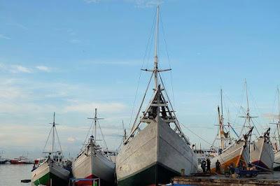 Pelabuhan Paotere Kota Makassar Photo by @indrasutamaa