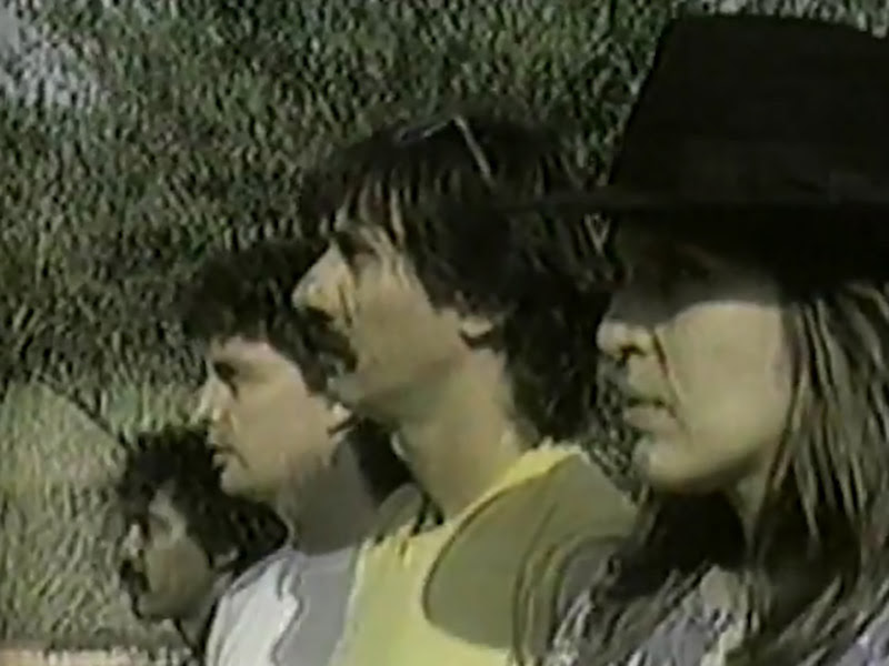 Monte de Espuma - ¨Ese hombre está loco¨ - Videoclip. Portal Del Vídeo Clip Cubano - 01