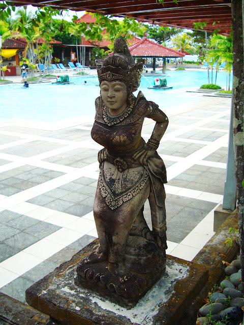 Изображение скульптуры женской фигуры
