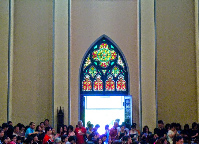La catedral de Jakarta hasta los topes