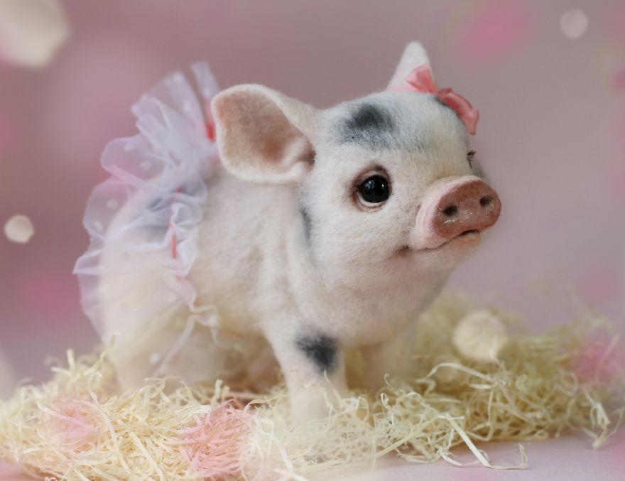 11-Pig-in-a-Tutu-Tatiana-Barakova-Татьяна-Баракова-Plush-little-Animals-made-of-Wool-www-designstack-co
