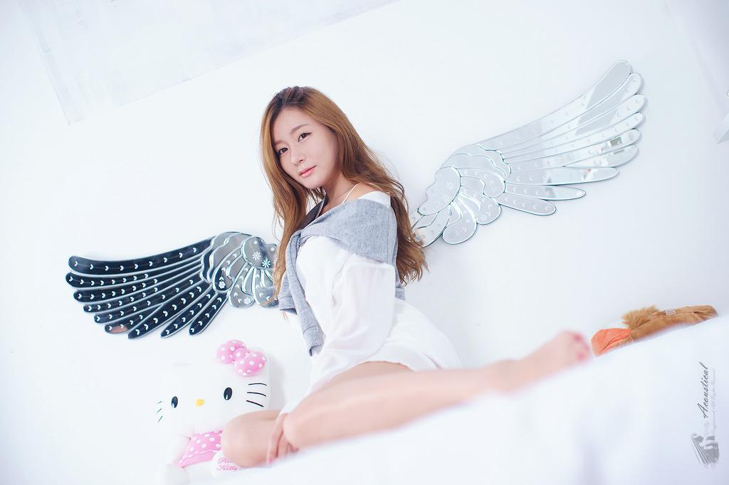 xxx nude girls: Han Ji Eun in Cream Mini Dress