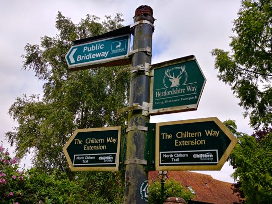 Photograph of signpost on Walk 75.Image by Hertfordshire Walker, released under Creative Commons BY-NC-SA 4.0