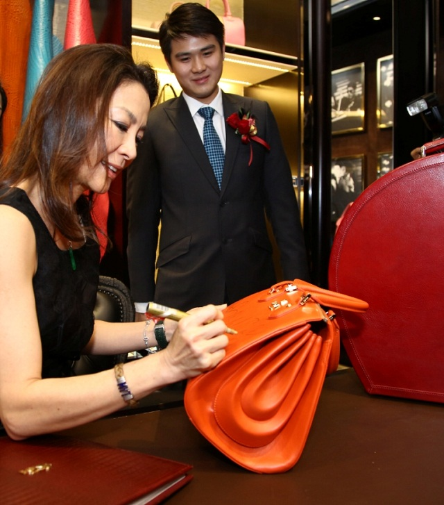 Dato Seri Michelle Yeoh autographs a custom made handbag exslusive for the event