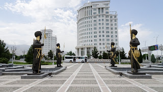 The metal warriors of Turkmenistan protect the Bashi