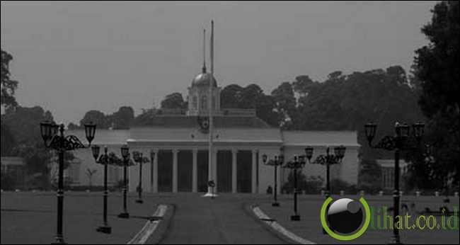 Istana Merdeka mulai dibangun pada tahun 1873 dan selesai pada tahun 1879.