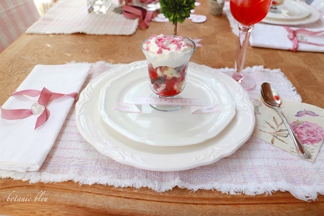 valentine-dessert-place-setting-on-table