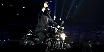 Aksi Presiden Jokowi mengendarai Moge ke Pembukaan Asean Games 2018. Foto : Inasgoc.