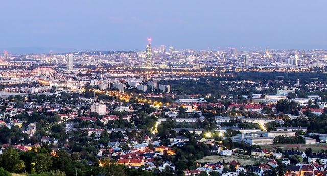 Wien Zentrum und Rathaus vom Bisamberg aus gesehen