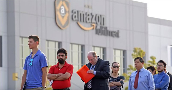 Hundreds Of Amazon Com Employees Are Reportedly On Food Stamps