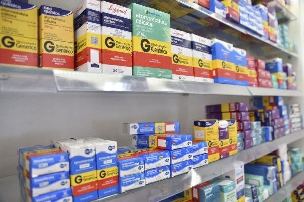 Médico e remédios