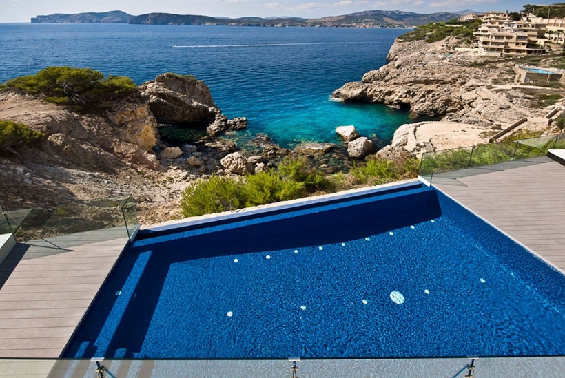 Swimming pool on the cliff above the sea