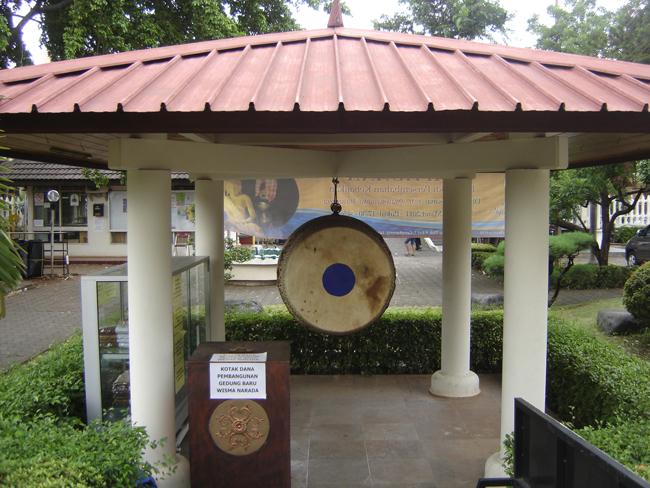 Un gong en el recinto