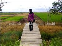 Gambar di Desa, Gadis berfoto di desa, alam desa, sawah desa