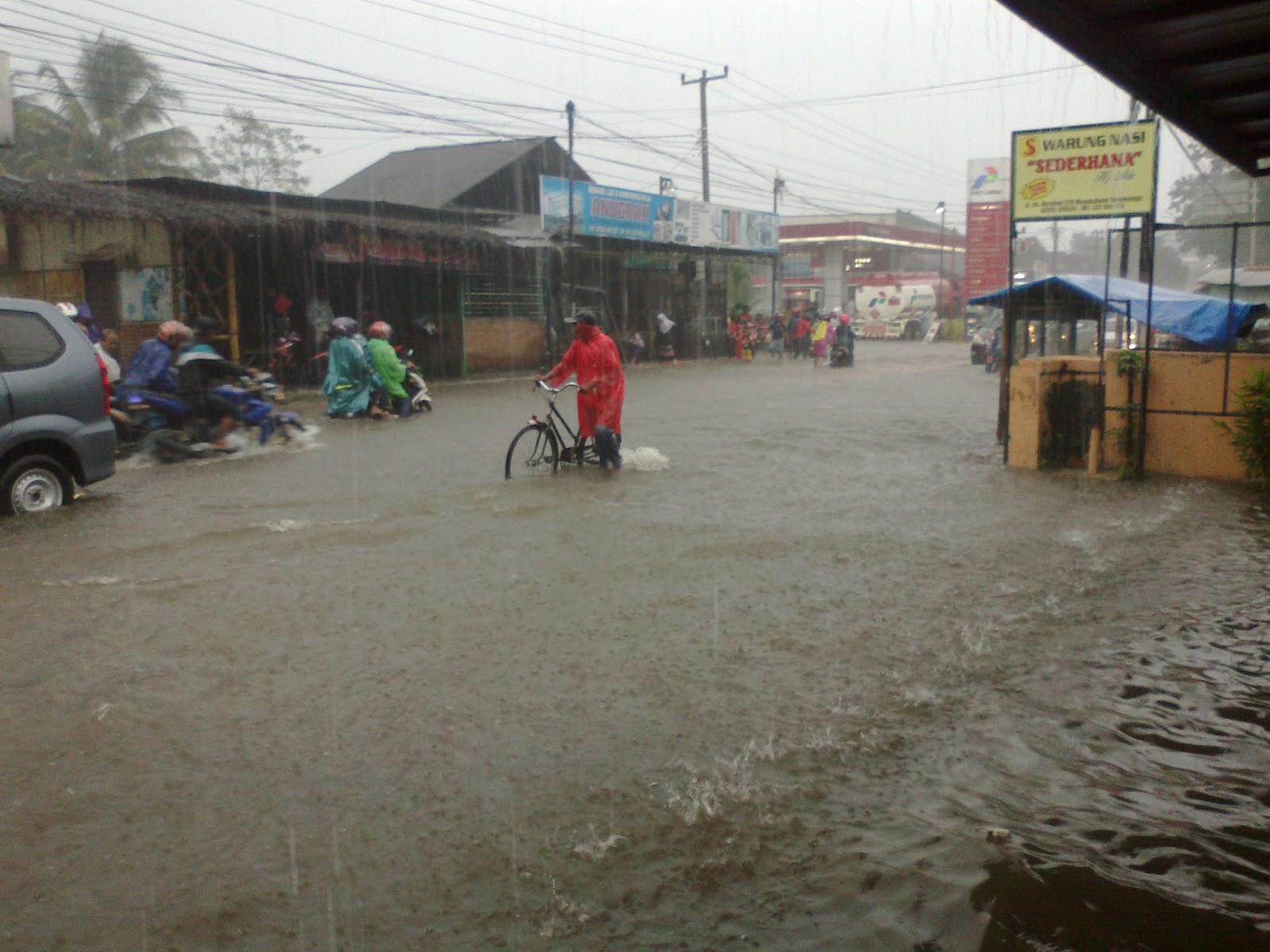 Tumbuh rezeki dibalik banjirnya Mangkubumi