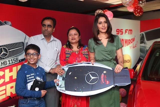 Raashi Khanna at Mirchi 95 Suno Mercedes Jeeto Contest Stills  0020