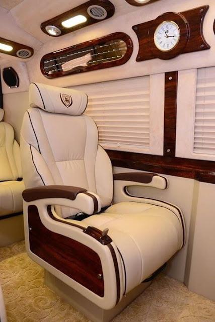 Đưa đón khách tuyến sân bay Tân Sơn Nhất - Vũng Tàu bằng xe Limousine VIP