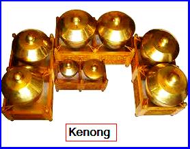 Kenong. Kenong terdiri dari Kenong Slendro dan Kenong Pélog. Kenong Slendro bernada: 1, 2, 3, 5, dan 6 Kenong Pelog bernada: 7, 1, 2, 3, 5, dan 6. Fungsi Kenong adalah menentukan batas-batas gatra, dan menegaskan irama.