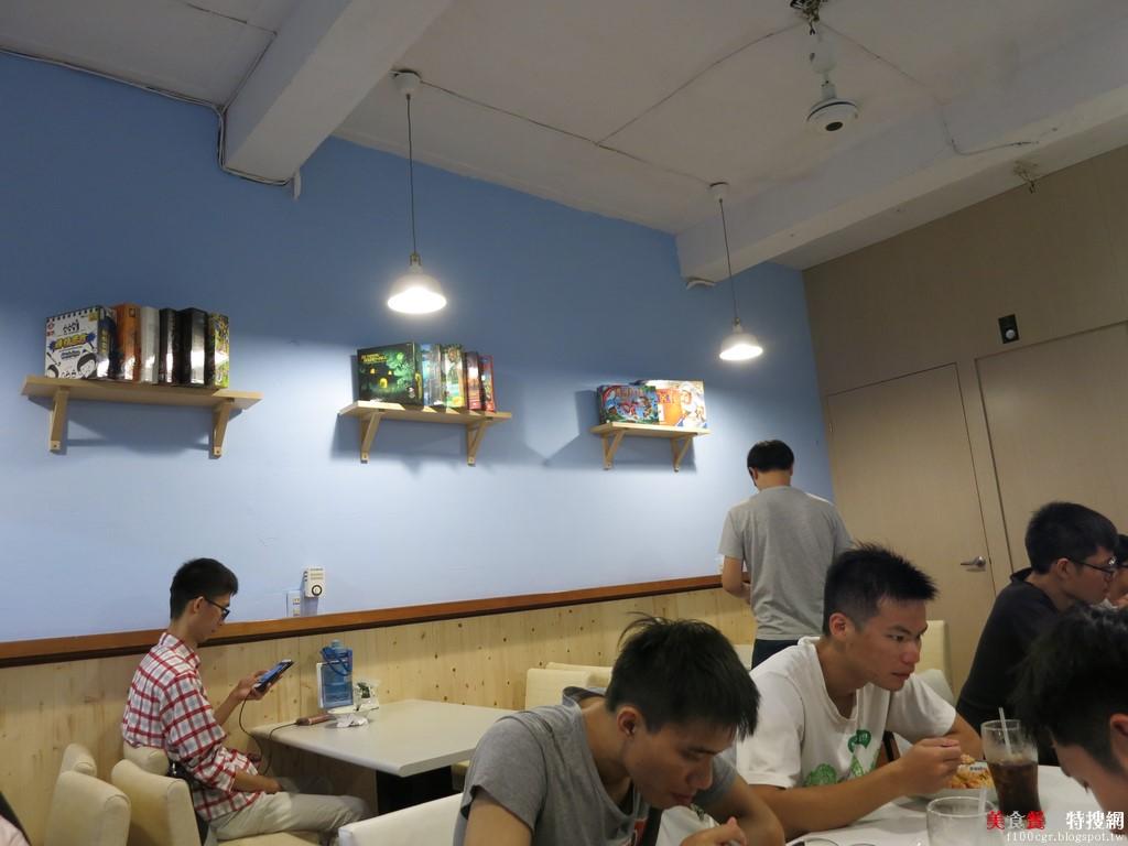 [南部] 高雄市鼓山區【義特米(Eat Me)義大利麵】俗又大碗的學生銅板價 俊男美女的老闆與主廚