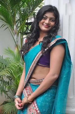 Telugu Actress Soumya Hot Navel Show