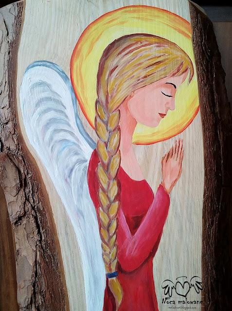 Anioł w warkoczu i karminowej sukni