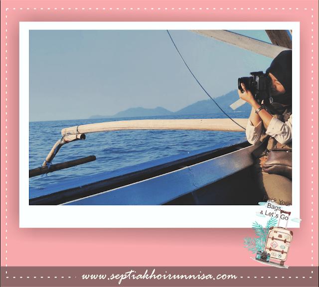 Kami tidak melewatkan untuk memotret pemandangan indah selama pelayaran