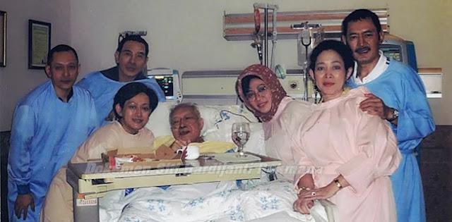 Foto Terakhir Soeharto dan Kejutan Ulang Tahun Tutut