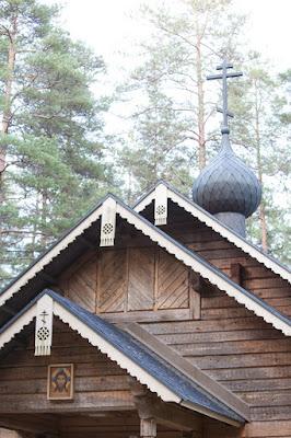 Lohjan Metsolan tsasounan katon reunan koristuksia - valokuvaus Dimi Doukas, Vihti