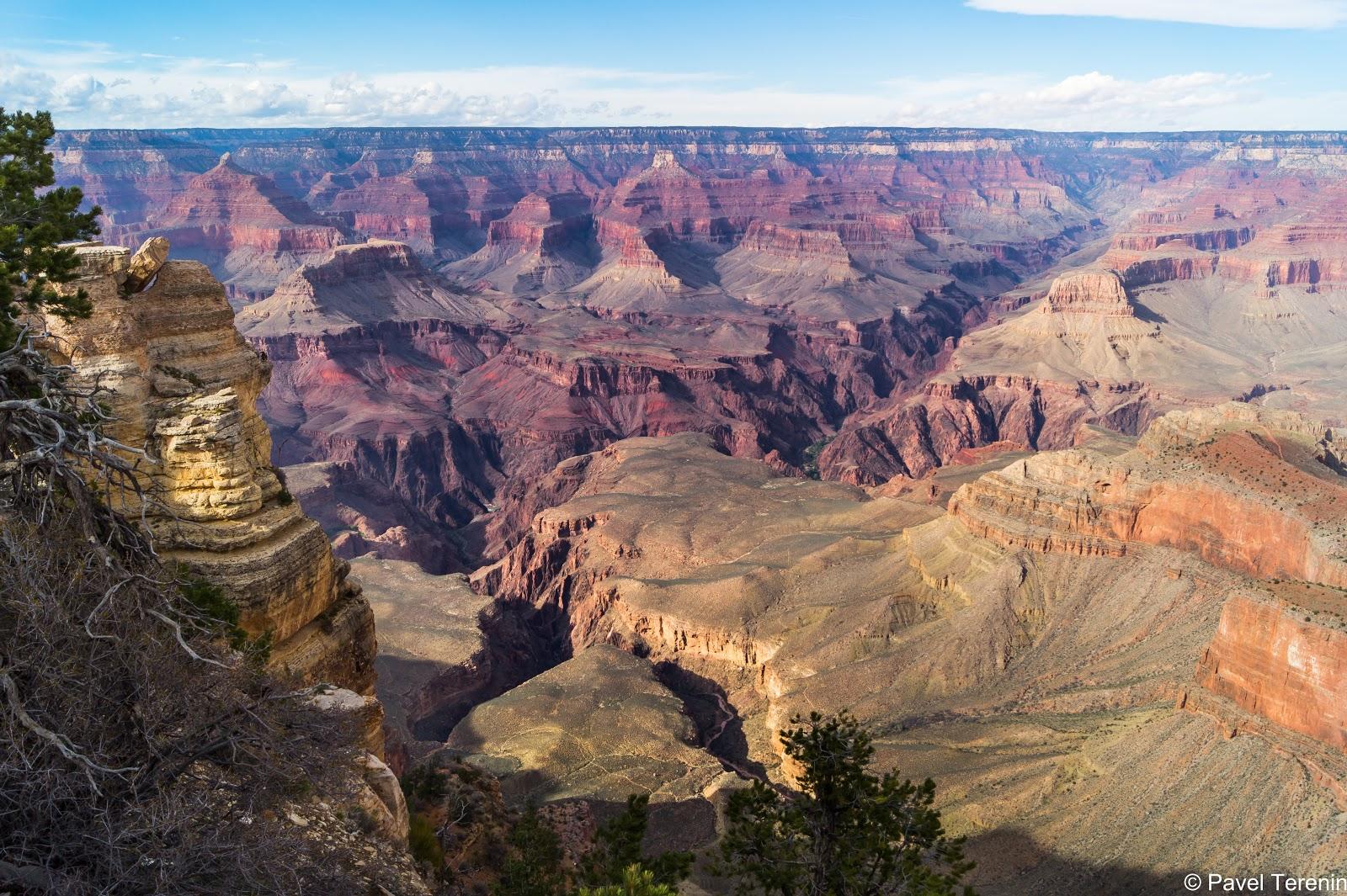 Самый крупный Каньон в мире имеет длину около 450 км, глубину - 1800 метров и ширину от края до края - до 30 км