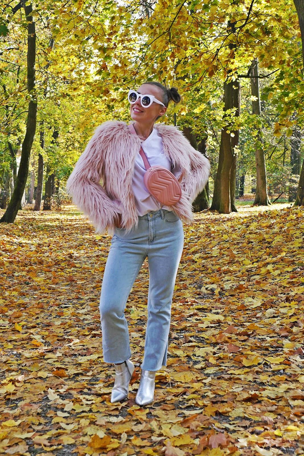 2_srebrne_botki_renee_rozowe_futerko_niebieskie_spodnie_karyn_blog-modowy_221018