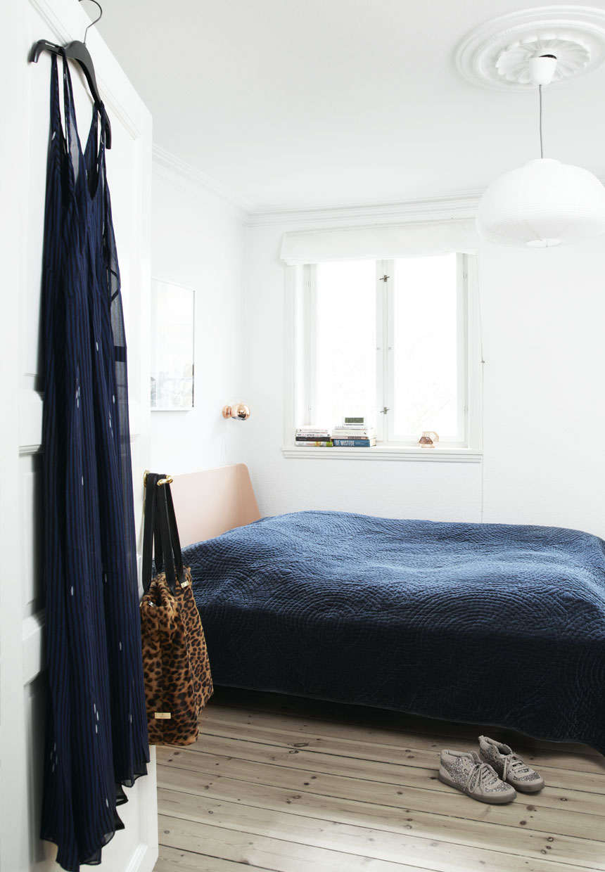 pink and navy blue scandinavian bedroom interior design