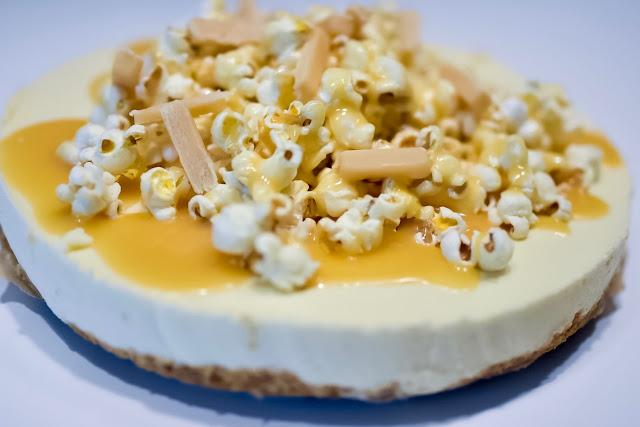 Popcorn-toffee-juustokakku (gluteeniton)
