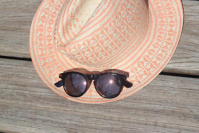 maituins-complementos-verano-sombrero-green_coast-gafas-wolfnoir-rose