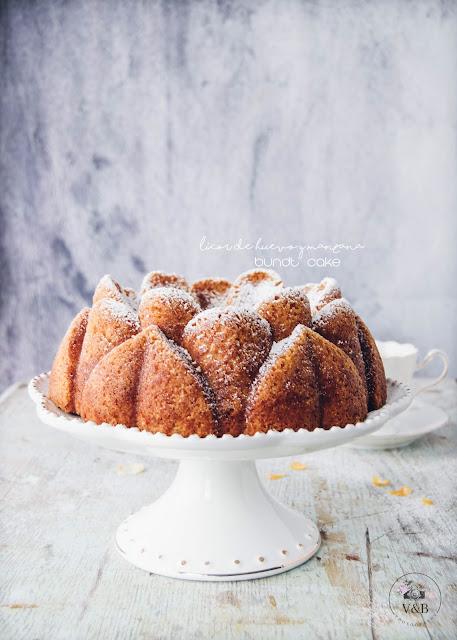Bundt Cake de licor de huevo con manzana