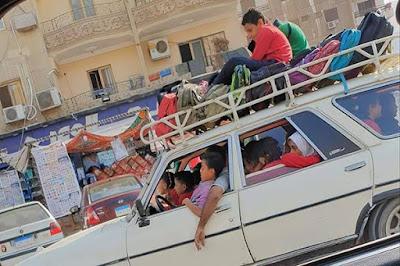 رجل السائق, شبكة التحميل, مشهد صادم, سيارة نقل التلاميذ الى المدرسة, موجة غضب, السوشيا ميديا,