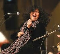 Kuch Iss Ada Se Aaj Woh by Abida Parveen