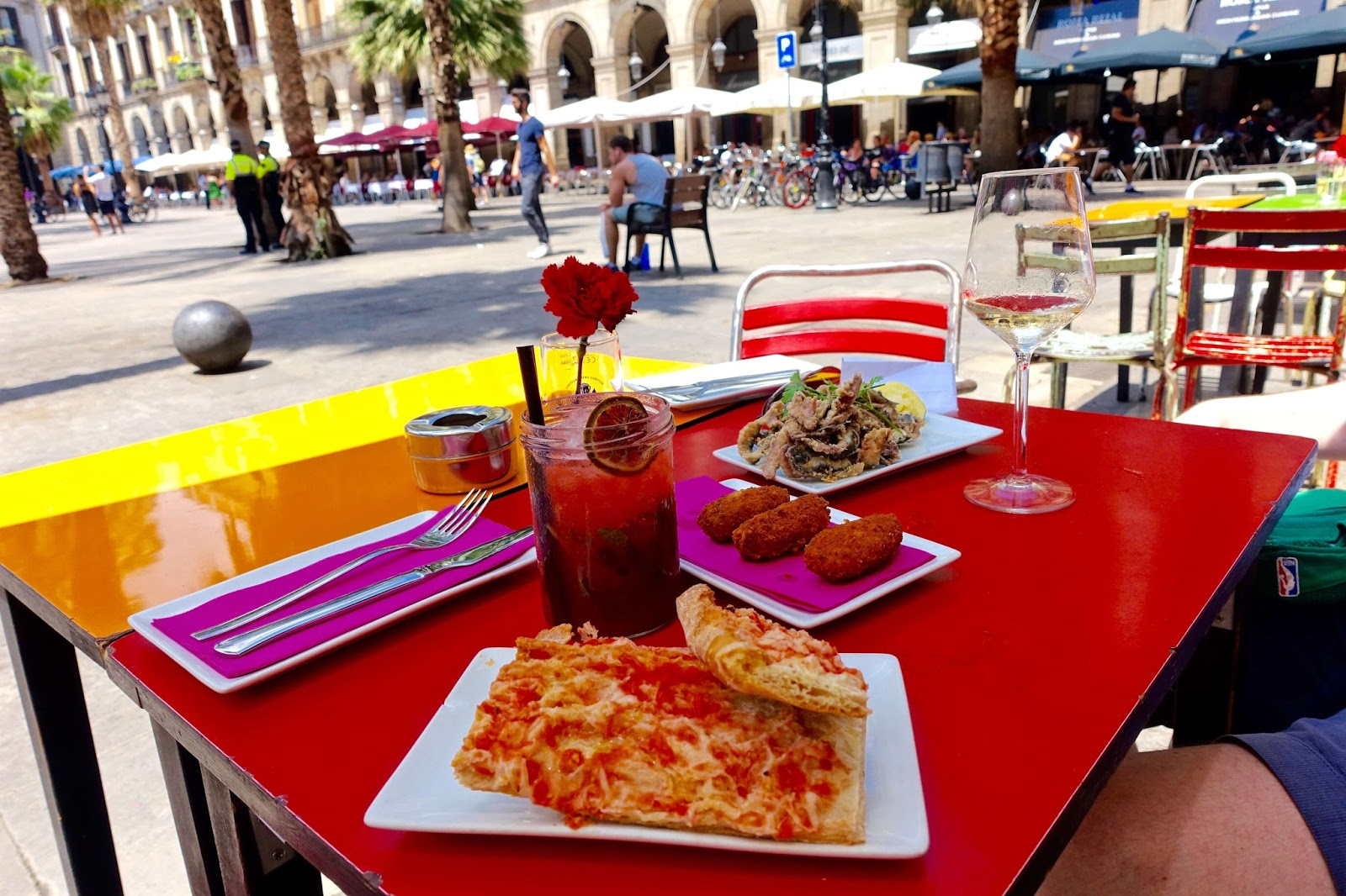 tapas restaurants in placa reial