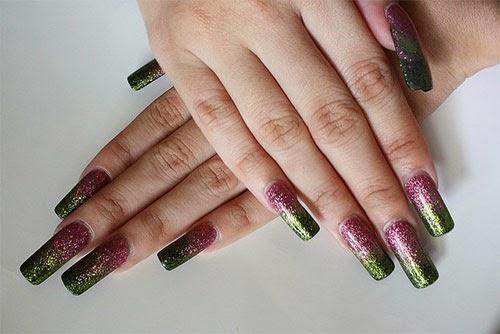 Uñas decoradas con colores metálicos