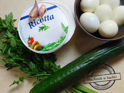 serek twarogowy ricotta pietruszka ogórek farsz do jajek jajka świąteczne menu wielkanoc zajączek wielkanocny pomysł na świąteczny stół mechanik w kuchni