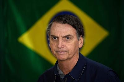 Jair Bolsonaro, ex militare di 63 anni, si è distinto in campagna elettorale per le sue posizioni provocatorie su questioni chiave come aborto, migrazione, omosessualità e porto d'armi.