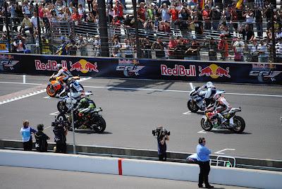 Berapa Jarak Start MotoGP Antar Baris?