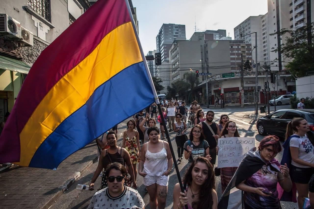 São Paulo teve a primeira edição da caminhada pelo orgulho e visibilidade Bi