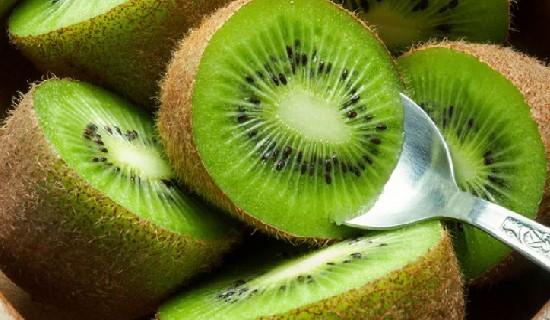 Sudah tahukah anda khasiat dari buah kiwi bagi kesehatan ? Jika belum, baca artikel ini.