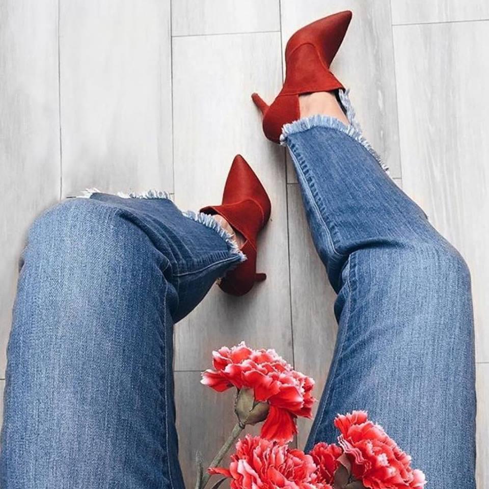 Resultado de imagem para botas vermelhas mulheres maduras