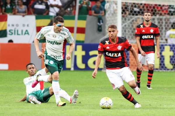 Cu�llar, do Flamengo, � contatado pelo Boca J�niors