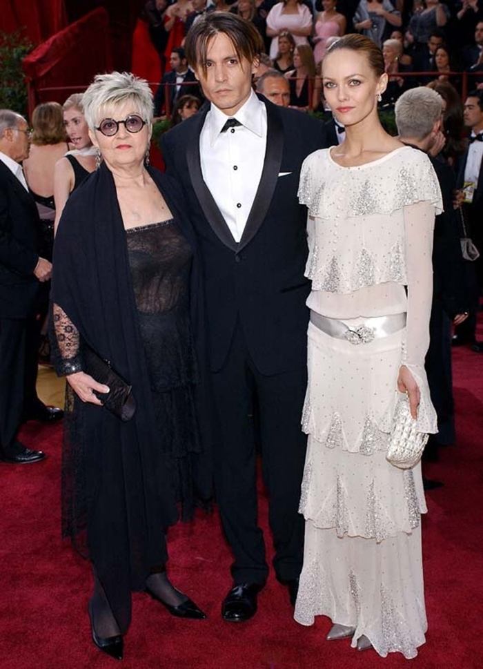 Her dress was elegant and sophisticated, just how Coco Chanel would have  wanted an Oscar dress ...