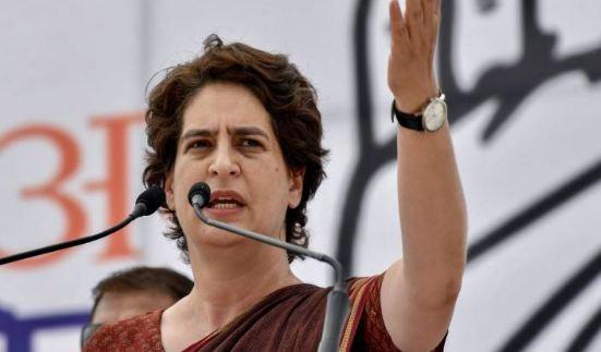 पूरा प्रशासन चिन्मयानंद को गले लगा रहा है, बचा रहा है: प्रियंका गांधी - newsonfloor.com