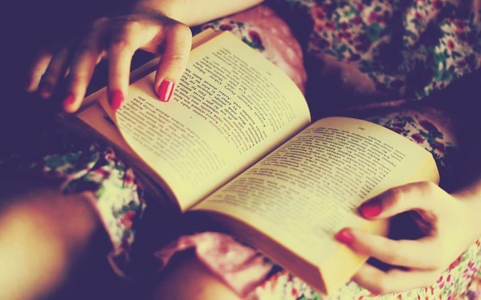 mujer-leyendo-la-biblia